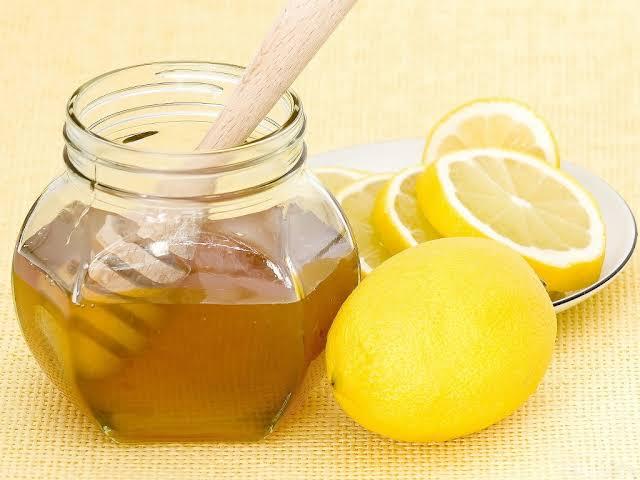 مزيج الليمون مع العسل لعلاج البرد للحامل