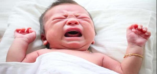 بكاء الطفل بصوت عالي قد يكون سبب لشعوره بالمغص