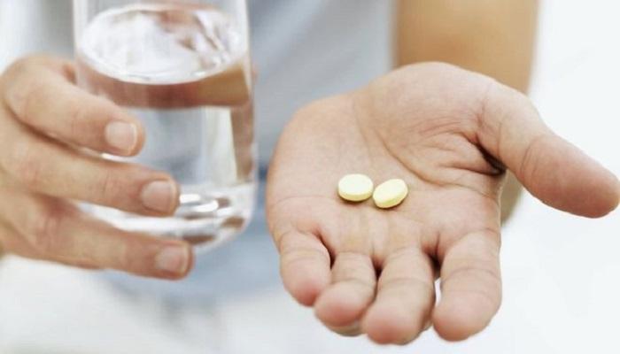 قد يصف الطبيب مضادات حيوية في حالة كان الالتهاب بسبب عدوى بكتيرية