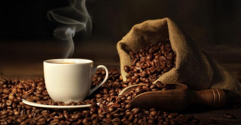 فنجان قهوة ساخن